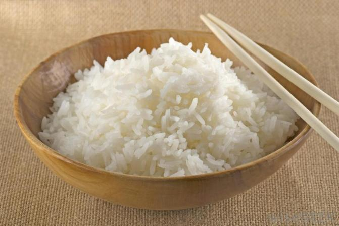 cooked-jasmine-rice-in-a-bowl-with-chopsticks.jpg